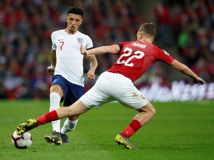 Timnas Inggris menjamu Ceko di Stadion Wembley, Sabtu (23/3/2019) dini hari WIB, dalam laga perdana Grup A Kualifikasi Piala Eropa 2020. Inggris membawa banyak pemain muda, di antaranya Jadon Sancho (kiri). (Foto: David Klein/Reuters)