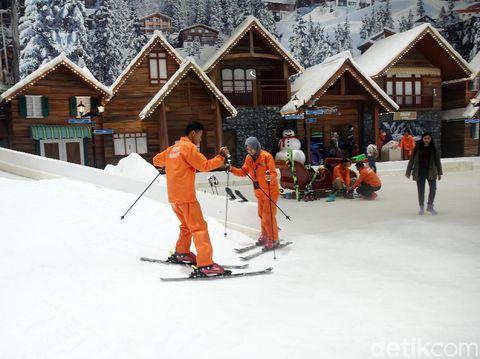Arena bermain ski di Trans Snow World Juanda/