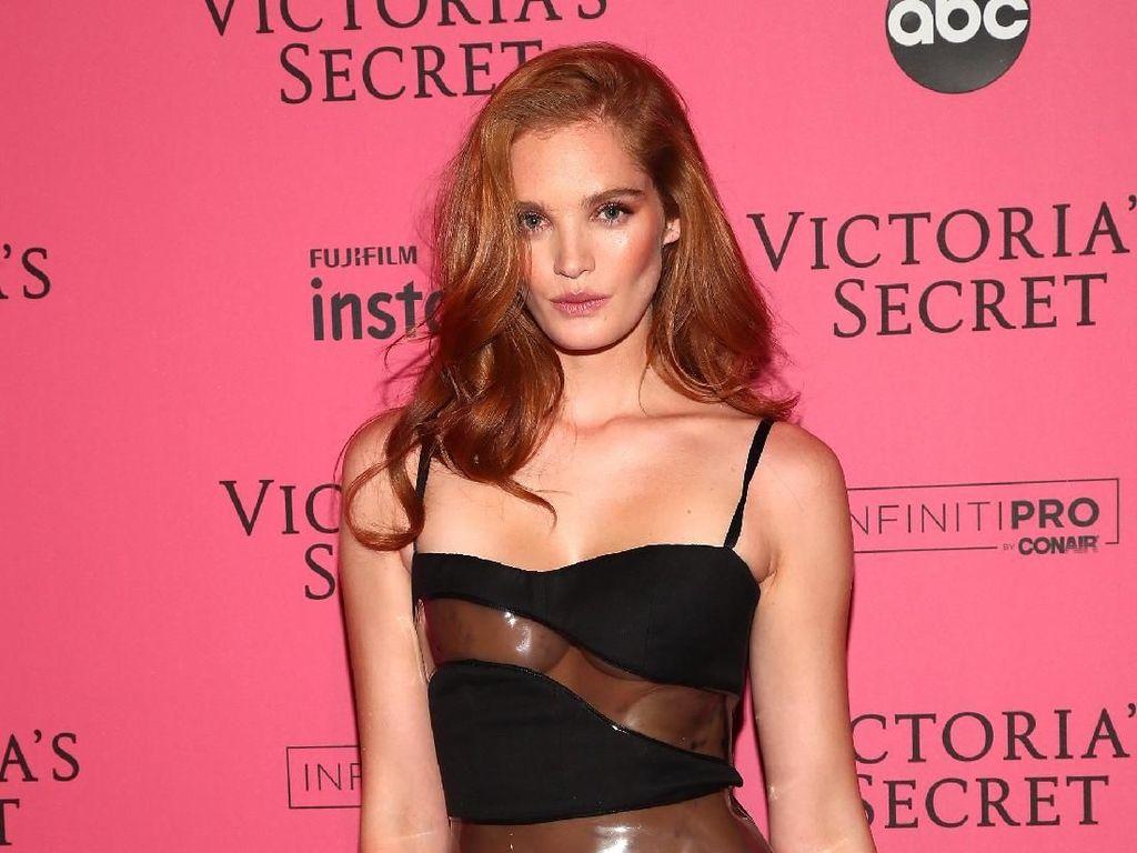 Pesona Bidadari Victorias Secret yang Dulu di-Bully karena Berambut Merah
