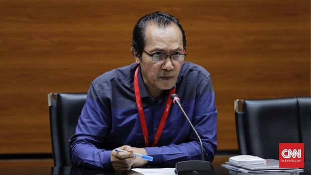 Wakil Ketua KPK Saut Situmorang mengungkap Firli melakukan pelanggaran etik berat.