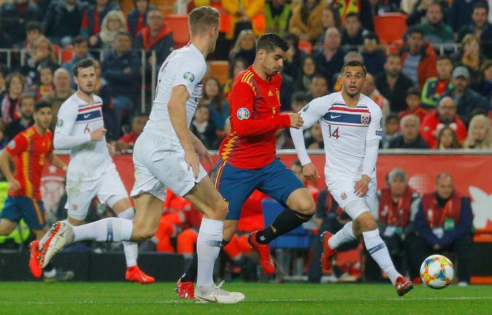Spanyol menang tipis atas Norwegia 2-1 di Kualifikasi Piala Eropa 2020. (Foto: Heino Kalis / Reuters)