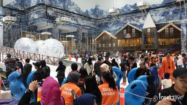 Wahana di Trans Snow World Juanda Bekasi