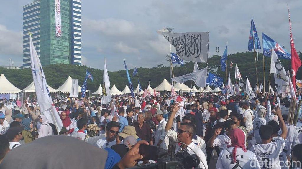 Potret Kampanye Prabowo di Lapangan Karebosi Makassar, Al Liwa Turut Berkibar