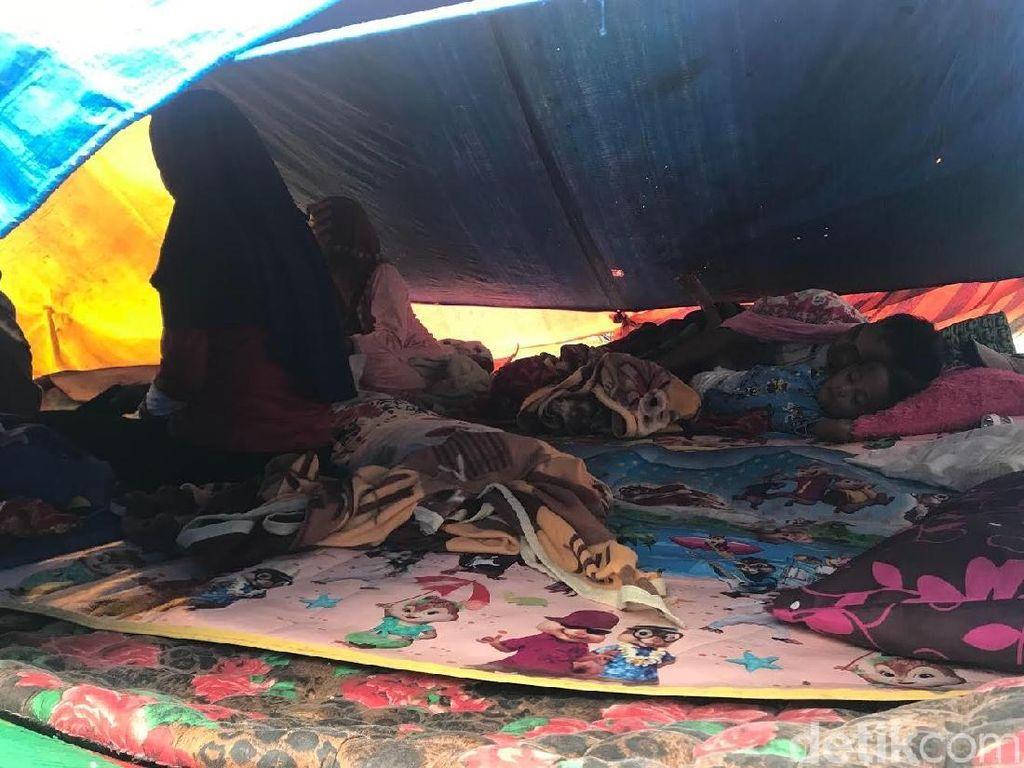 Warga Masih Tinggal di Pengungsian Pasca-tanggap Darurat GempaSolok