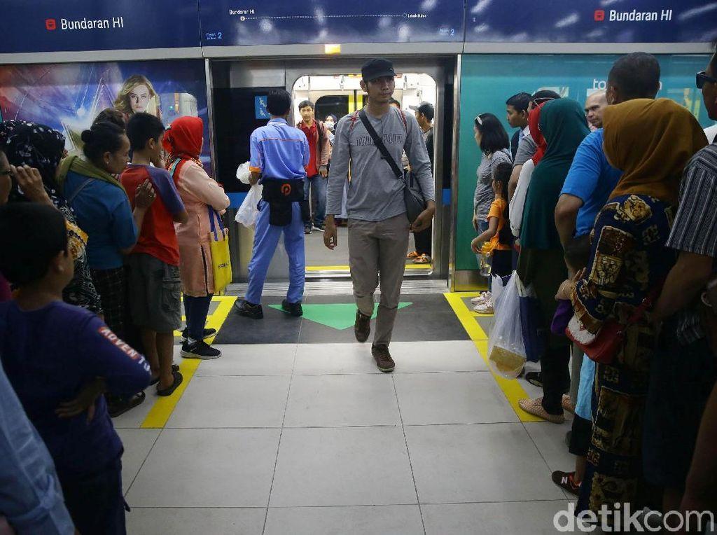 Ekonom Kritisi Masih Minimnya Layanan Telekomunikasi di MRT