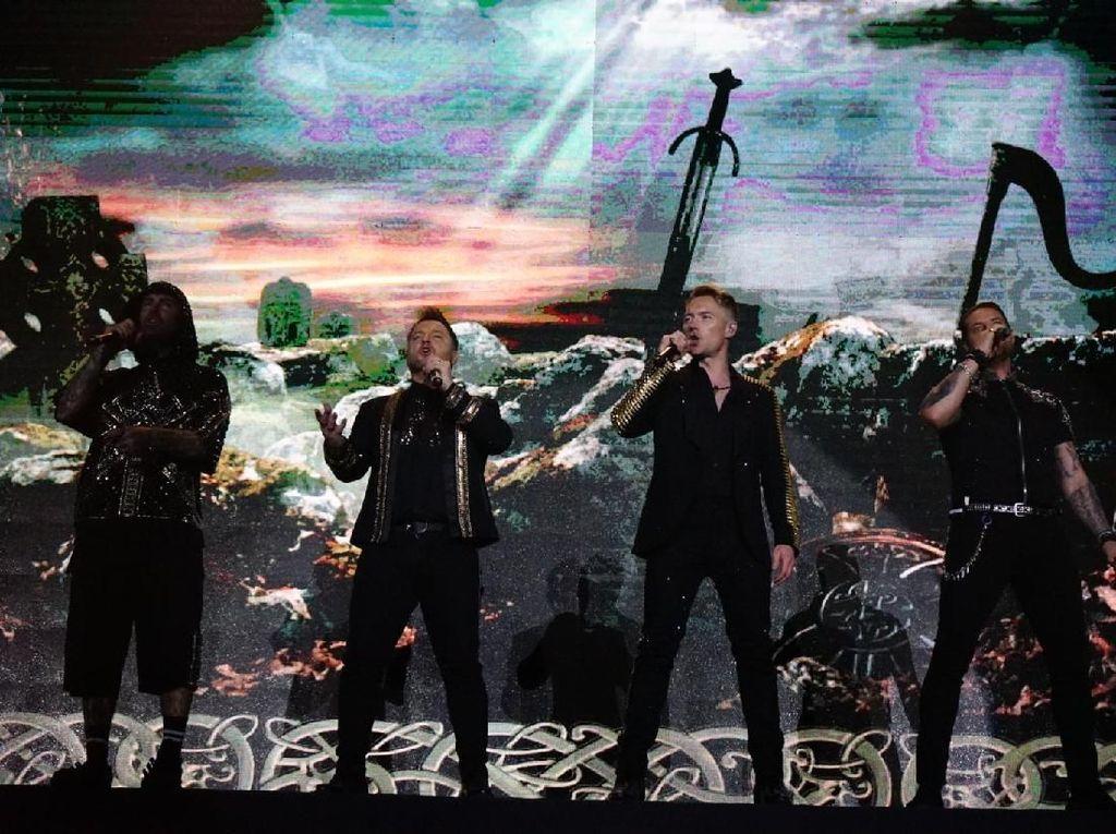 Bawakan Tembang 90-an, Boyzone Buka Konser Perpisahan di Jakarta