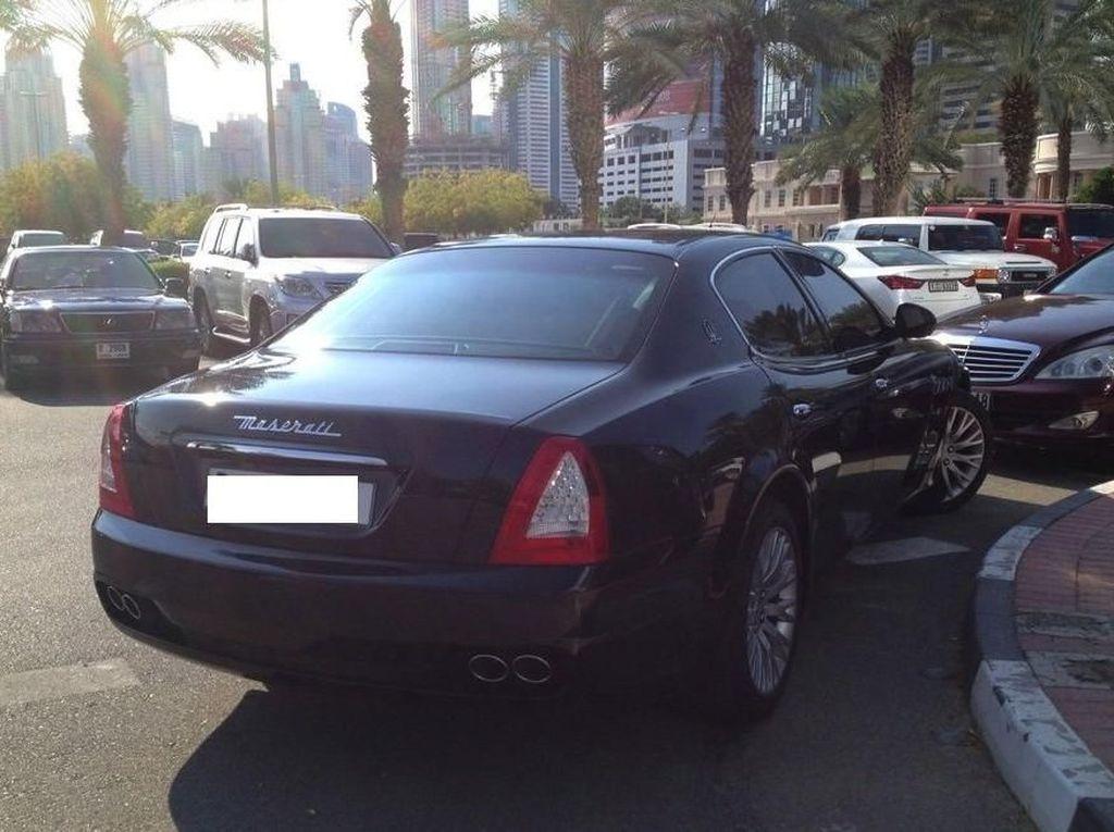 Bikin Melongo! Parkiran Mobil di Kampus Dubai Isinya Bentley dkk