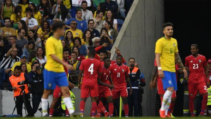 Meski mendominasi permainan, Brasil cuma imbang dengan Panama 1-1. Pelatih Brasil Tite tidak puas. (Foto: Octavio Passos / Getty Images)