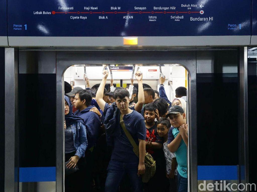 Lebak Bulus-Bundaran HI Rp 14.000, Masih Mau Naik MRT?