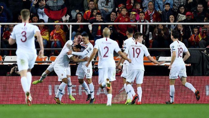 Keunggulan Spanyol bertahan sampai jeda. Di babak kedua, Norwegia membalas lewat gol penalti Joshua King untuk menyamakan skor 1-1. Wasit menunjuk titik putih setelah Inigo Martinez melakukan pelanggaran. (Foto: Denis Doyle / Getty Images)