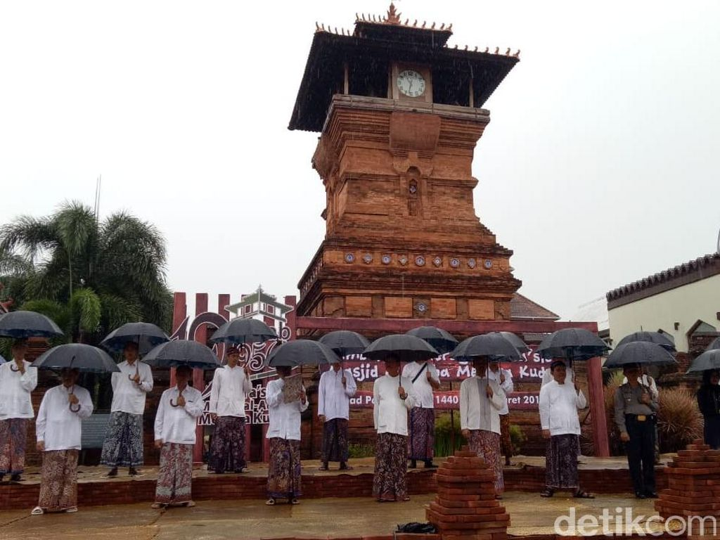 Foto: Menara Kudus Bergaya Tempo Dulu, Unik!