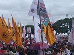 Ada Bendera Golkar di Kampanye Akbar Prabowo di Makassar