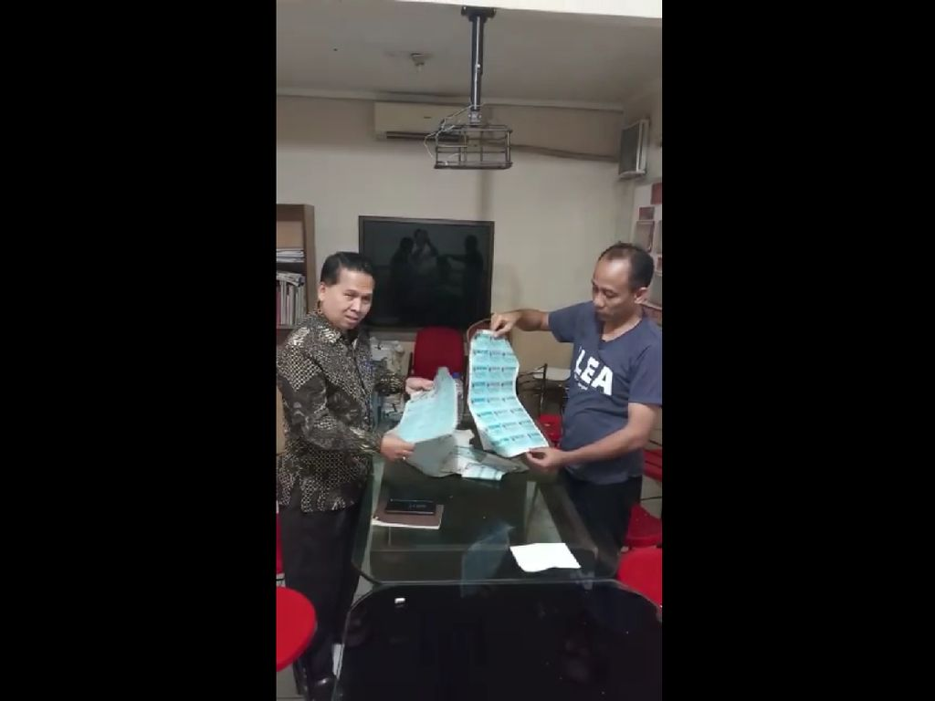 Kemendagri Pastikan Ribuan Pelapis di Depok Bukan Blangko e-KTP