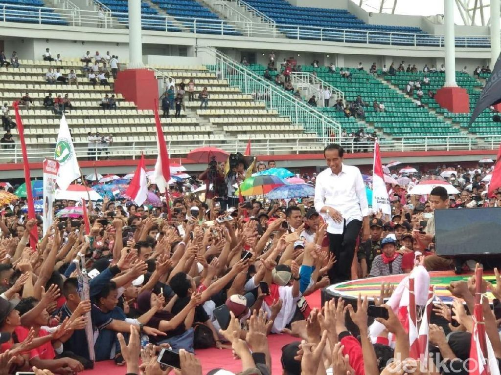 Kampanye di Jember, Jokowi Tawarkan 3 Program Kartu Unggulan