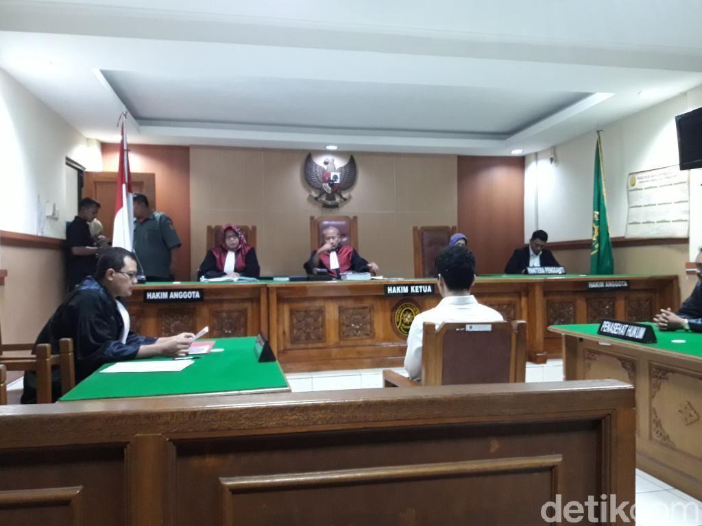 Hakim Tolak Eksepsi Harris Simamora Terdakwa Pembunuh Sekeluarga di Bekasi