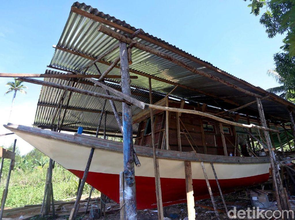 Yuk, Lihat Pembuatan Kapal Nelayan di Timur Indonesia