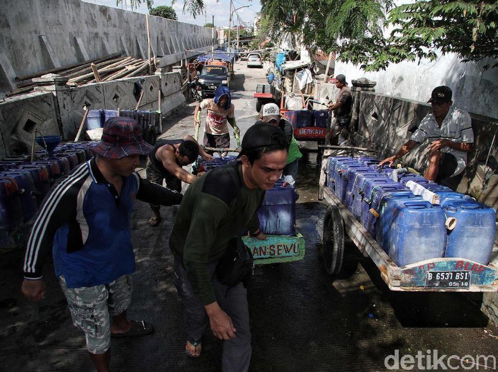 Potret Penjual Air Bersih di Utara Jakarta