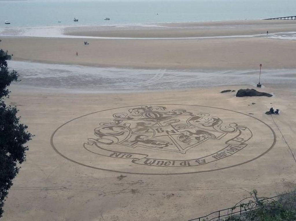 Romantis! Pria Lamar Kekasih dengan Tema Harry Potter di Pantai