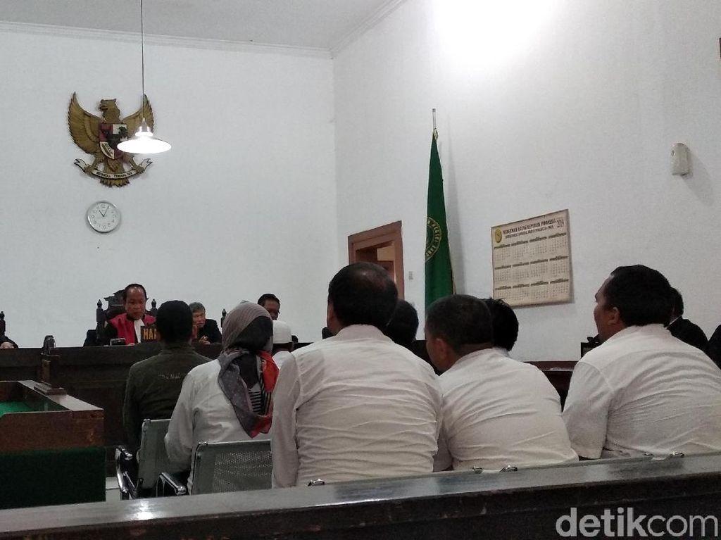 Sidang Tuntutan Sunat Dana Bansos Sekda Tasikmalaya Ditunda