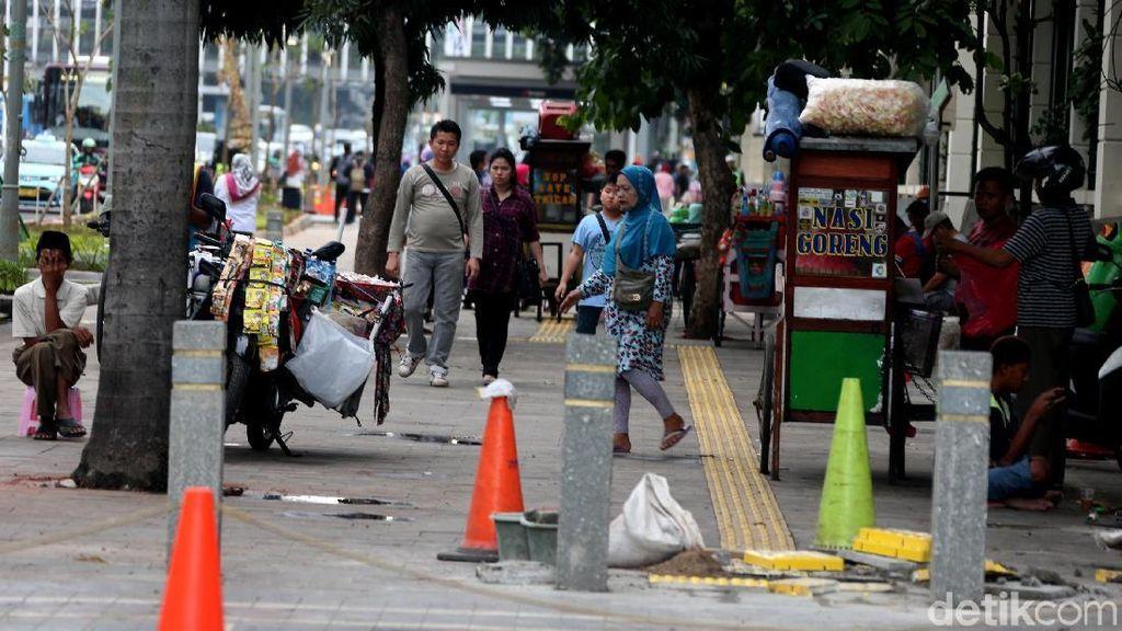 Dikuasai PKL, Pedestrian Sudirman Jadi Semrawut