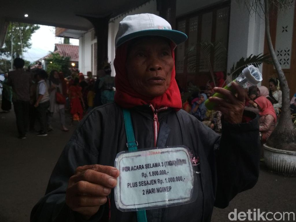 Balada Mak Inun Pawang Hujan: Kawal Kampanye Demi Raup Rupiah