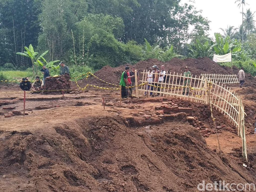 Jaga Agar Tak Rusak, Warga Pagari Situs di Tol Pandaan-Malang