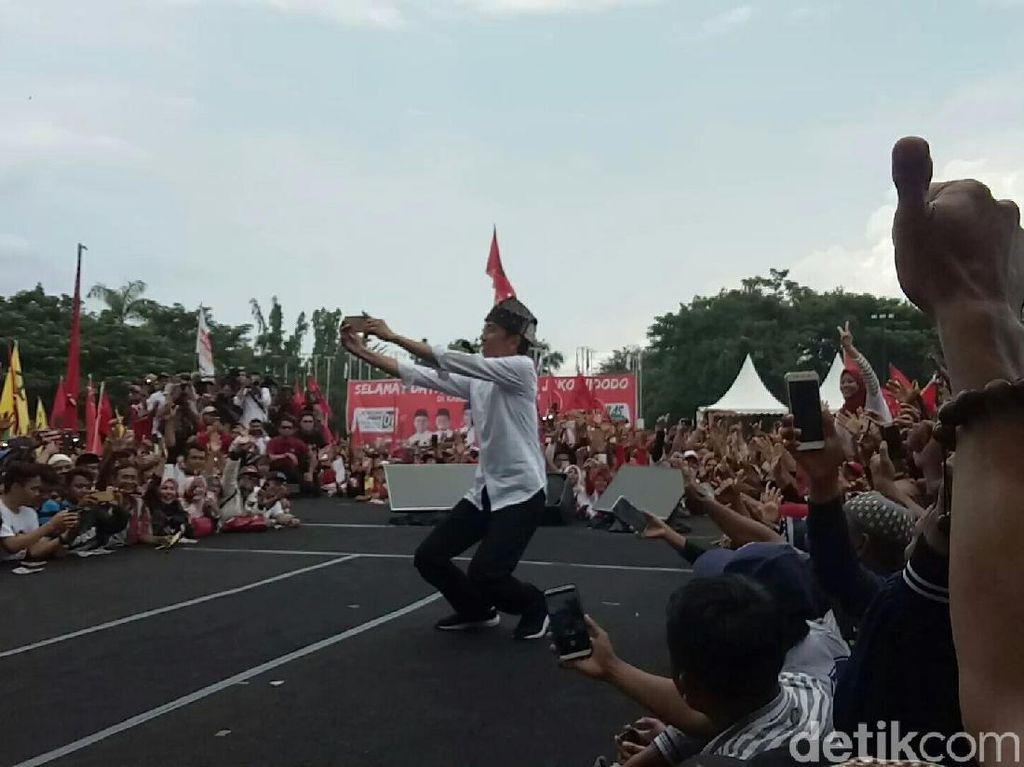 Jokowi: Jangan Lupa Pilih yang Bajunya Putih