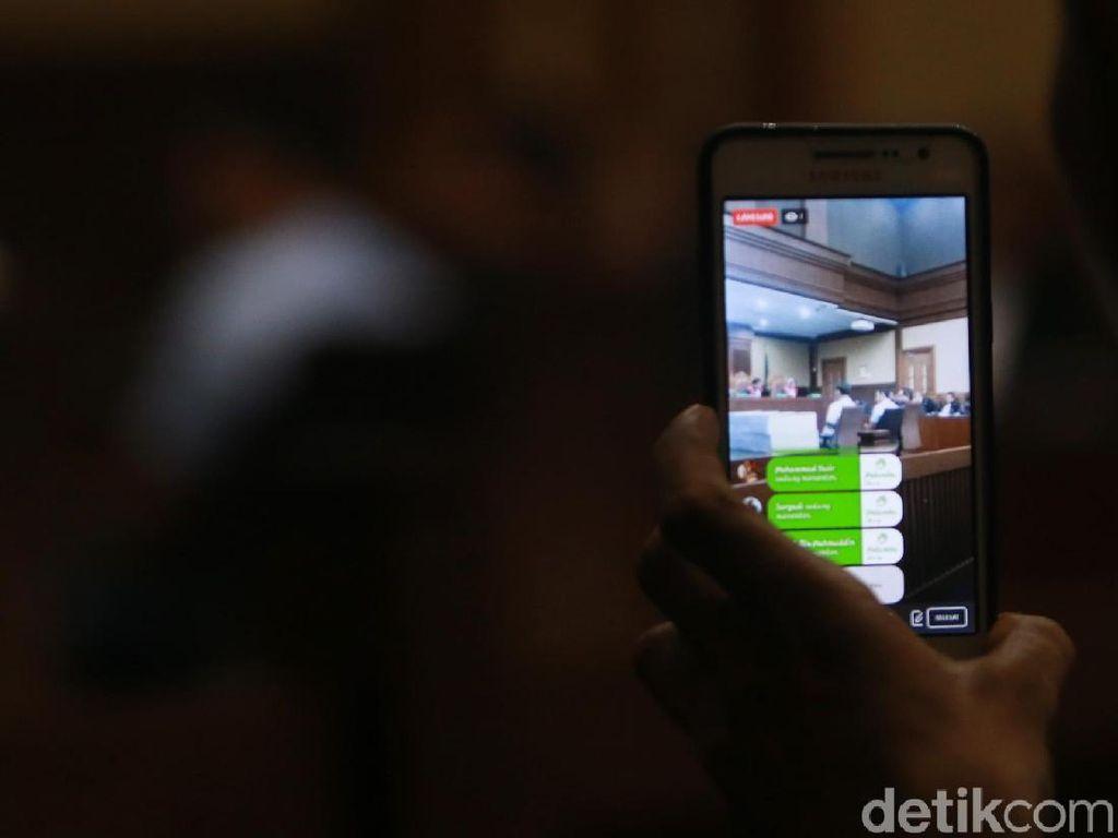 Video Gaya Gubernur Aceh Nonaktif Live di FB sebelum Sidang