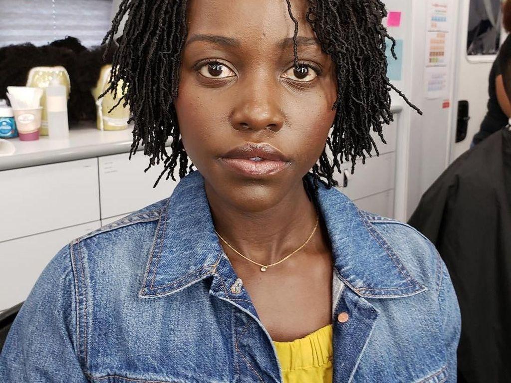 Lupita Nyongo Kenang Chadwick Boseman dalam Kesedihan dan Pesan Bijak