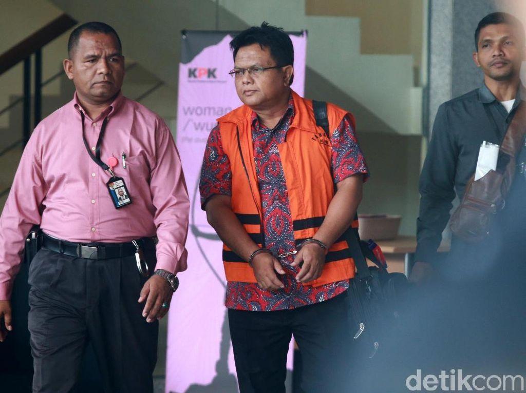 Disuap Rp 700 Juta, Hakim PN Semarang Dapat Rompi dan Borgol
