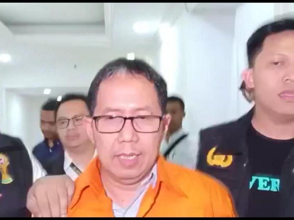 Pakai Rompi Tahanan, Jokdri Dibawa Penyidik ke Rutan Polda Metro