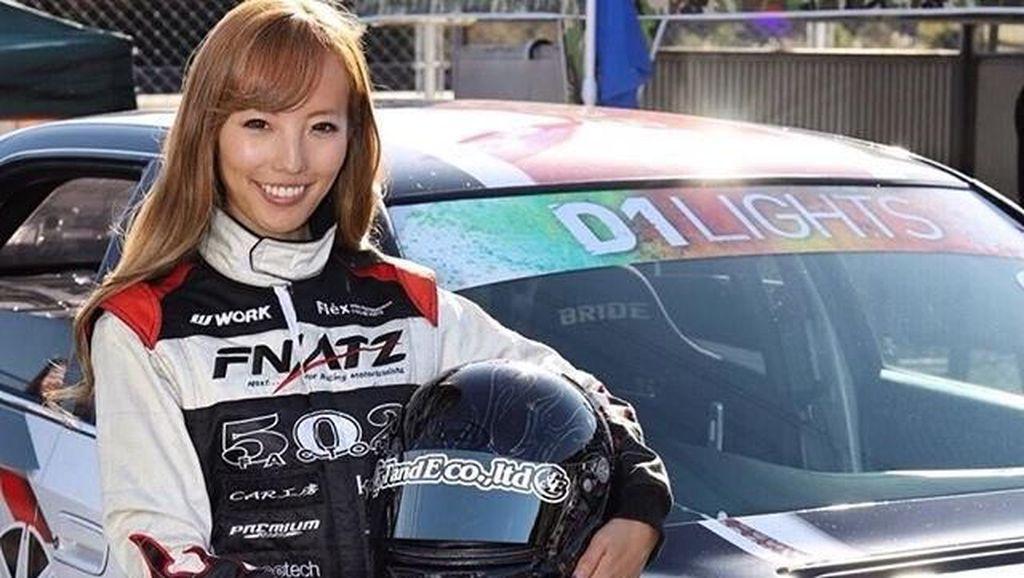 Foto: Liburannya Pembalap Cantik Jepang, Awano Kisaragi