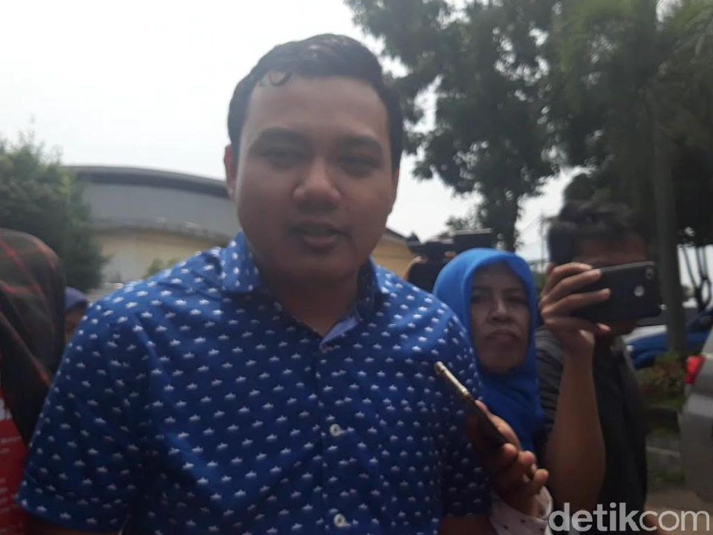 Anaknya Diperiksa Jadi Saksi Jalan Gubeng Ambles, Risma Belum Mau Komentar