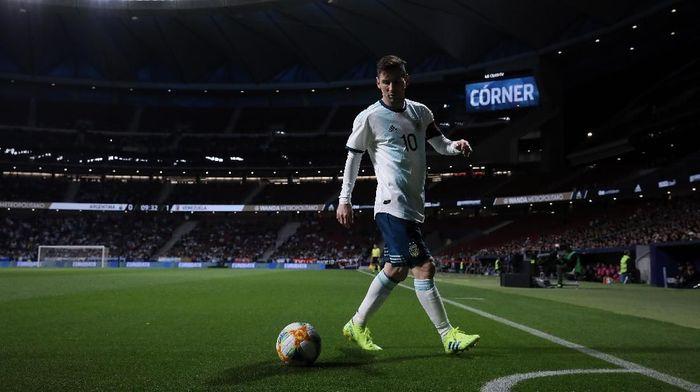 Argentina mesti meningkatkan performa pemain-pemain lain, bukannya Lionel Messi. (Foto: Gonzalo Arroyo Moreno / Getty Images)