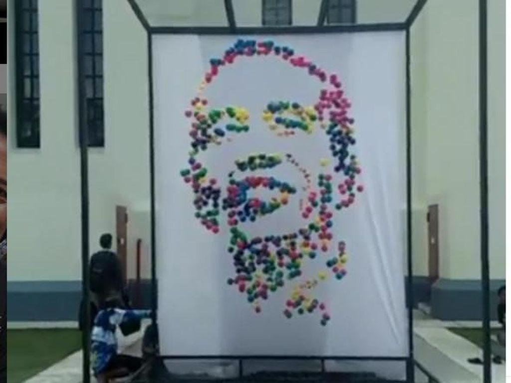 Keren! Karya Instalasi Berbentuk Wajah Jokowi Ini Viral dan Diapresiasi