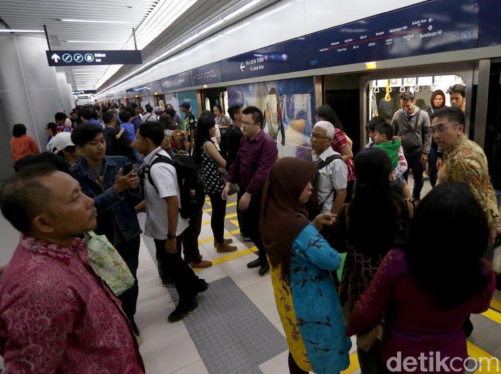 Mulai Mei 2019, Headway Kereta MRT Jadi 5 Menit saat Jam Sibuk