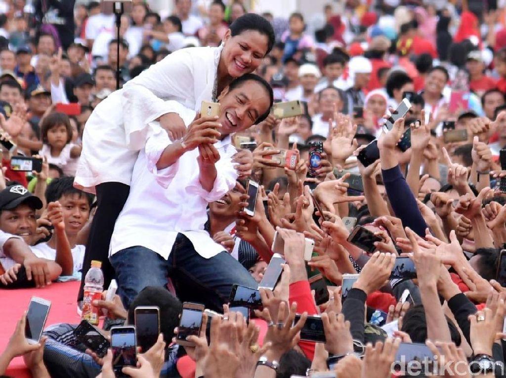 Cerita di Balik Pose Mesra Jokowi-Iriana di Panggung Kampanye