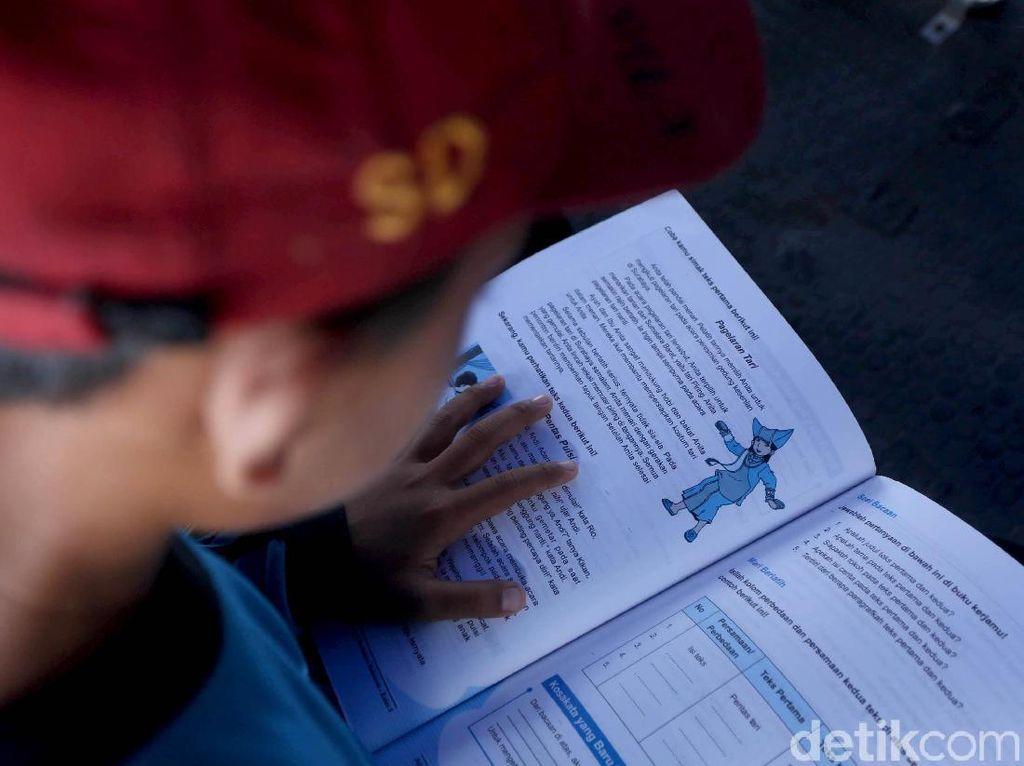 Mengintip Asyiknya Anak-anak Membaca di Kapal Bahtera Seva III