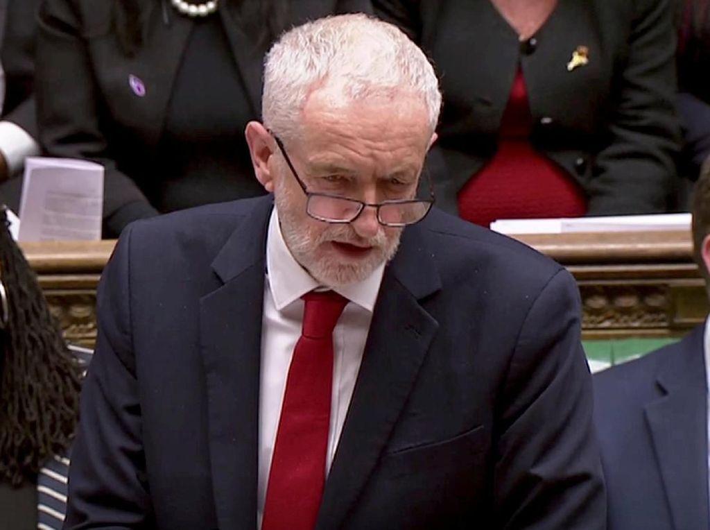 Detik-detik Pemimpin Oposisi Inggris Dikepruk Telur