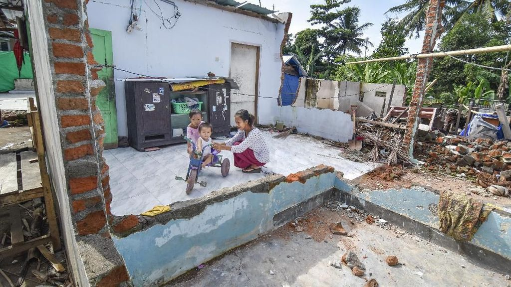 8 Bulan Gempa Lombok, Rumah Warga Belum Diperbaiki