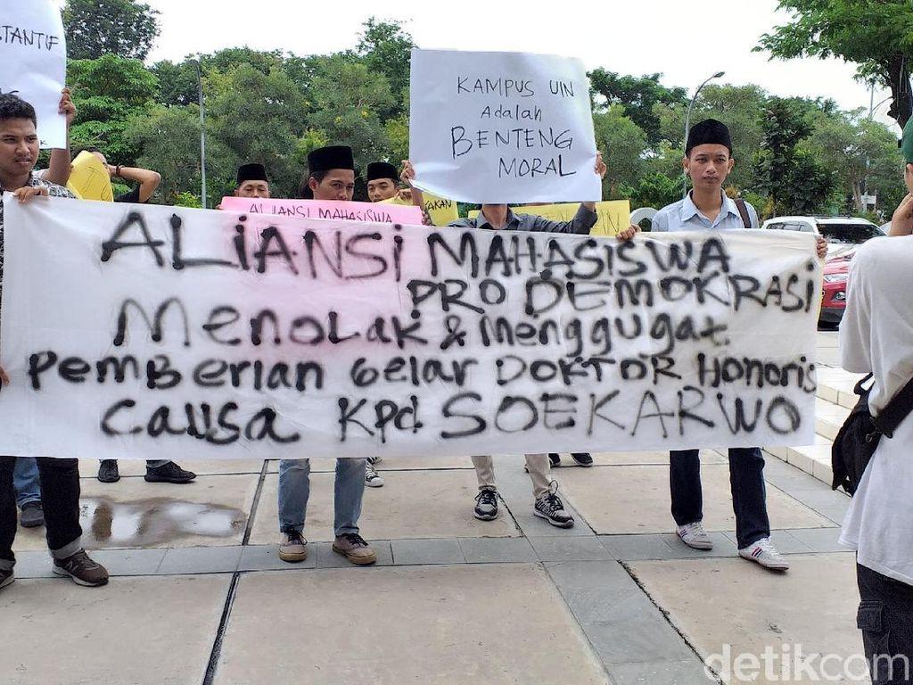 Mahasiswa UIN Sunan Ampel Tolak Pemberian Gelar Doktor untuk Soekarwo
