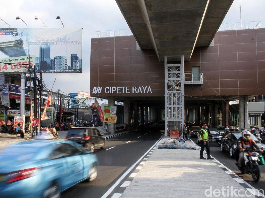 Kisah Sedih Pedagang Bakso di Balik Megahnya MRT Jakarta