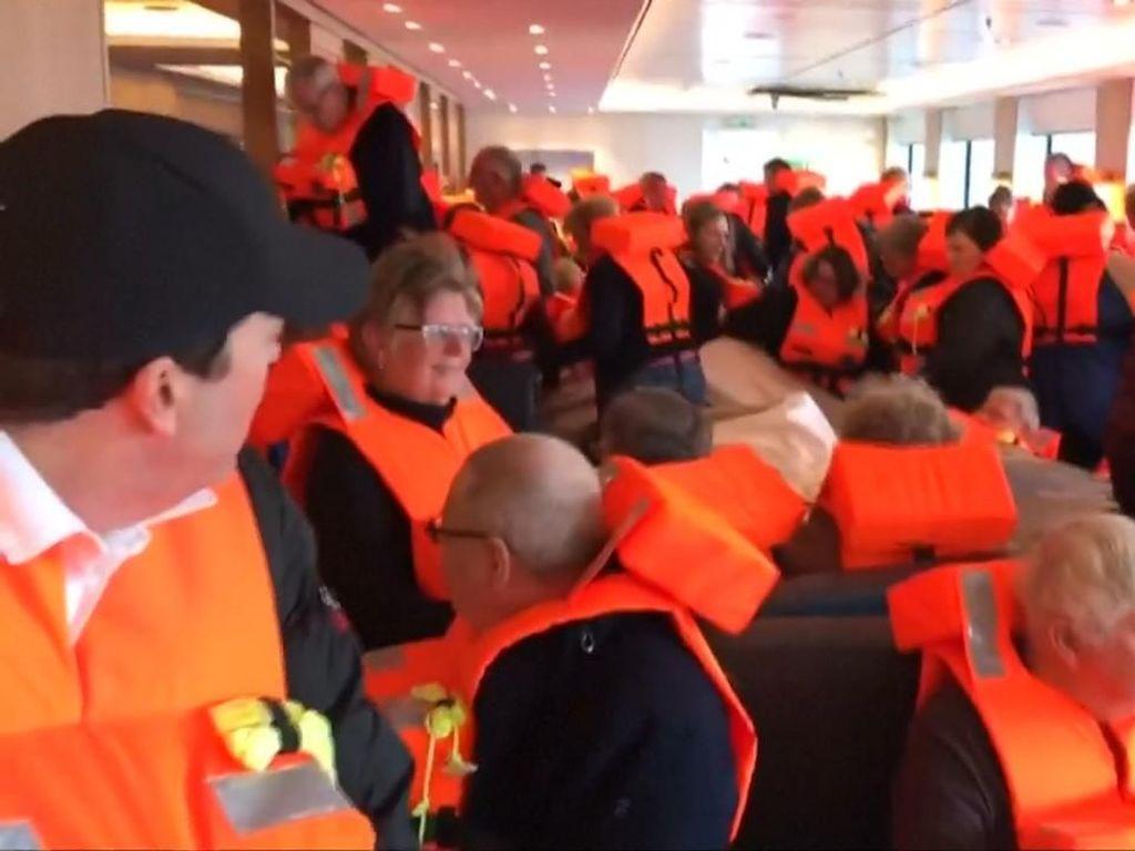 Kepanikan Penumpang Kapal Pesiar Norwegia Dihempas Gelombang