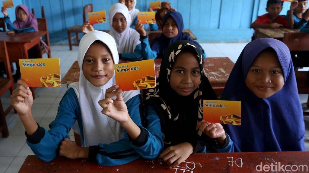 Antusias Anak-anak SD Belajar Menabung Sejak Dini