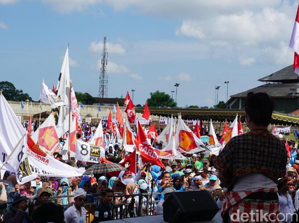 Saat Bendera Garbi dan PKS Berdampingan di Kampanye Prabowo