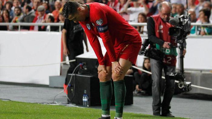 Cristiano Ronaldo cedera, suporter Juventus khawatir (REUTERS/Rafael Marchante)