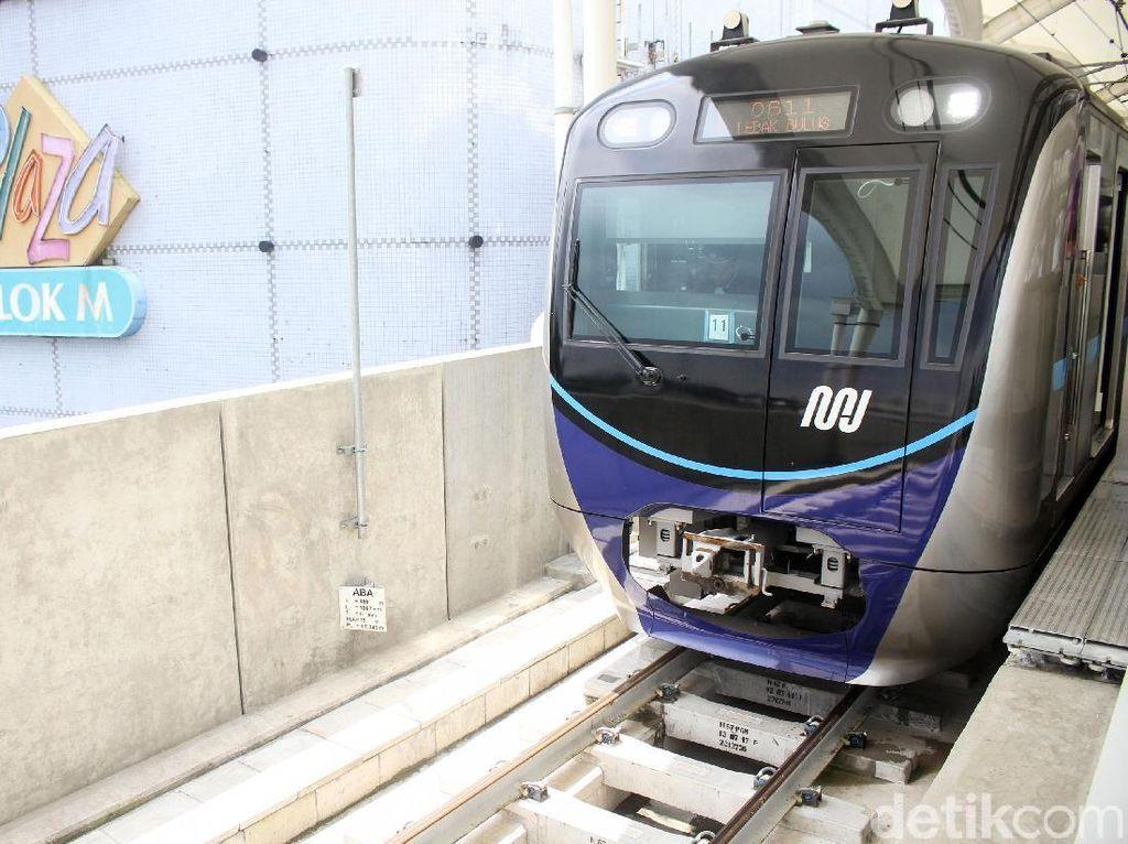 Asyik! Naik MRT Cuma Bayar Setengah Harga Selama Sebulan