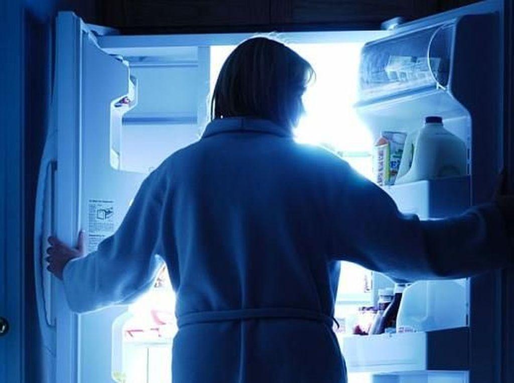 Wanita Ini Tak Bisa Berhenti Makan bahkan Saat Terlelap Tidur