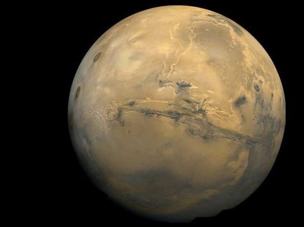Uni Emirat Arab Akan Luncurkan Misi Tanpa Awak ke Mars pada Juli