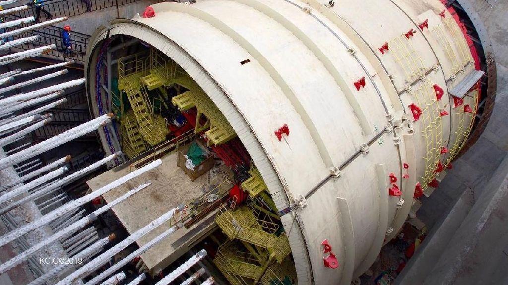 Bor Raksasa Kelar Dirakit, Terowongan Kereta Cepat Dibangun
